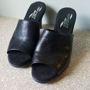Aerosales heel rest black leather slide heels